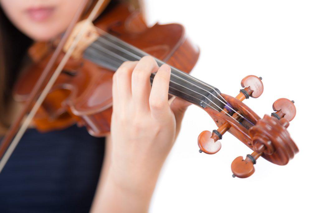 想いを込めてバイオリン演奏を